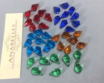 Vintage pendants. NOS. 15x9mm drop shaped, faceted pendants. Sold by lots of 12 pieces.