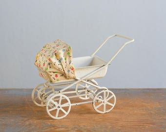 Metal Baby Carriage / Stroller - 1:12 Scale Vintage Dollhouse Accessory