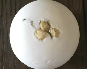 White tea & ginger bath bomb