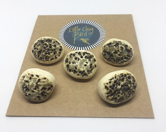 Set of 5 textured ceramic buttons