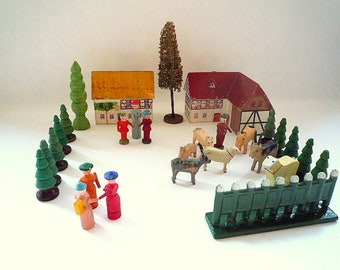 Ref126 ERZGEBIRGE CORNER BUILDING, 28 pieces, Houses, Animals, Farmyard, Fence, Various trees, figures, Folk Art, Christmas, Germany 1930s