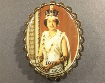 Large Royal Silver Jubilee button 1977.