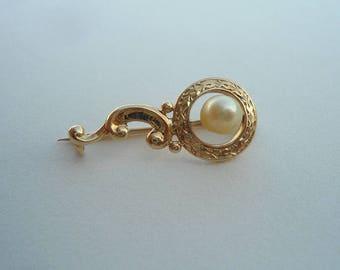 Vintage brooch, gold brooch, Vintage gold brooch, Vintage pearl brooch, gold clip, gold clasp pin, gold and pearl brooch, pearl clip