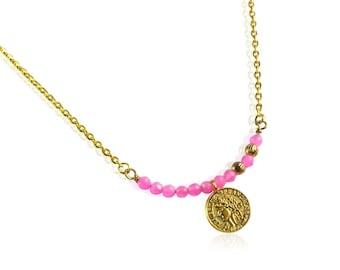 Perles de jade fushia et pièce d'or collier de pièce d'Or Antique bar, cadeaux pour maman, collier pendentif en pierre rose bar, cadeaux pour elle