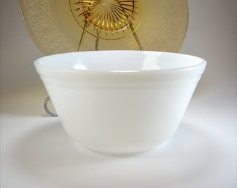 Vintage Mixing Bowl,  Medium, Milk Glass, Federal Glass, Nesting Bowl, Fruit Bowl, Decorative