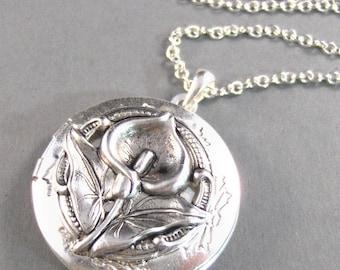 Calla Lily,Silver Locket,Flower,Tulip,Iris,Antiqued,Bride.  Handmade Jewelery by Valleygirldesigns on Etsy.
