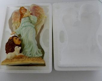 Seraphim Classics Serena Angel of Peace with Lion Lamb Dove 1995 #74106 No COA