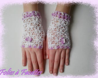 Fingerless gloves white flowers lined with lilac cotton crochet lace