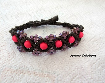 Bracelet macrame Brown waxed cotton with neon pink beads