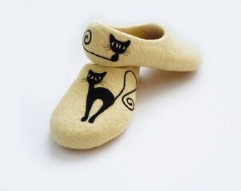Felted light cream color slippers BLACK CAT