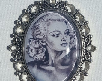 Pinup Art pendant