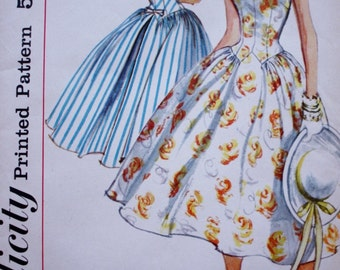 1950s Full Skirted Dress Pattern, Simplicity 1987 Vintage Sewing Pattern, Bust 31.5