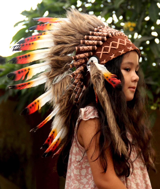 Penacho estilo indio infantil corto plumas rojas