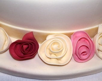 12 Edible ROSES  rolled roses and leaves/ gum paste/ fondant/Cake decoration/ Edible flower/sugar flower/wedding cake decoration/cake topper