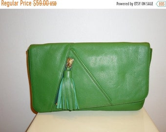 50% OFF Really Nice Vintage Green Leather Clutch