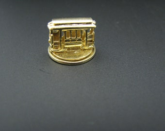 c725 (Moveable Charm) Trolley Car Spins Around in 14k Yellow Gold