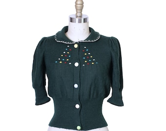 1970s Does 1940s Green Wool Embroidered Sweater