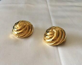 Ervin Pearl clip on earrings