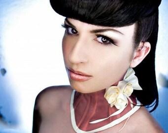 Rosette Posture Collar