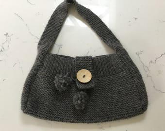 sweet vintage hand knitted Handbag in grey as new - FREE POSTAGE