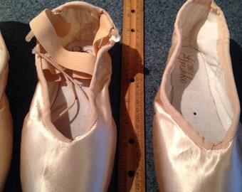 Pointe shoes for crafting size 5 1/2