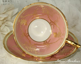 Aynsley, England: Pink tea cup & saucer with