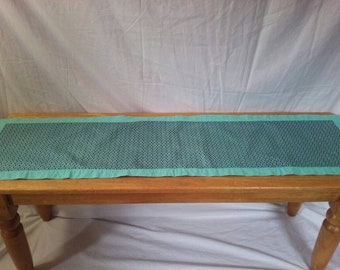 Table runner turquoise flower/tiny leaf print