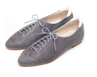 Gray oxford shoes, women shoes, flat shoes, gray flat shoes, unique shoes, handmade leather shoes by Burlinca. Alexander model