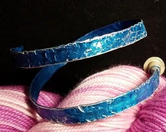 Hammered Aluminum Knitting Needle Bracelet Bright Blue size 10 Boye needle Jewelry/handmade adjustable bangle Yarn Crochet Knit Art Textured