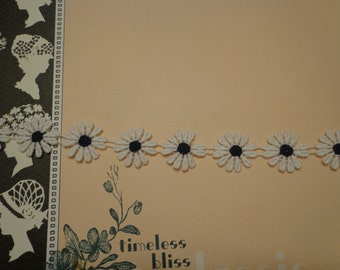 "Lace Daisy Trim, 1"" Wide, White and Black (1 yd)"