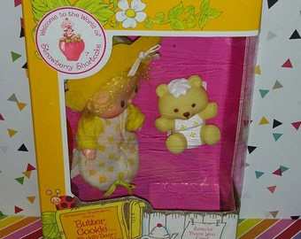 Vintage 1980s Kenner Strawberry Shortcake Boxed Butter Cookie with Jelly Bear
