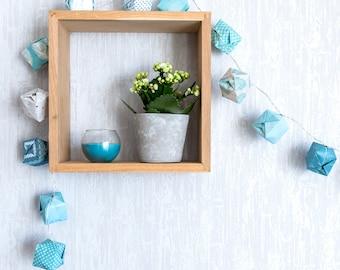 Guirnalda origami de papel azul claro