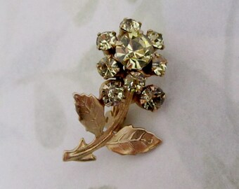 vintage prong set rhinestone jonquil machine cut crystal and gold tone tiny flower brooch pin - j5923