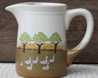 Bis die Gänse kommen nach Hause handbemalt Vintage Keramik Land zu Hause Dekor Krug Krug in weiß, grün und braun mit Gänsen und Apfelbäume