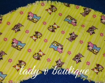 READY TO SHIP!!! Contoured Ragged Baby Flannel Burp Cloth Kittens on Lime green