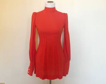 Vintage des années 60 Orange feuilletée épaule Mod Mini robe à manches longues S