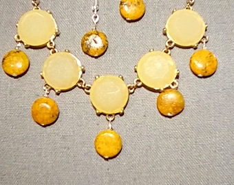 Pale yellow cabochaon necklace with golden bead drops with earrings