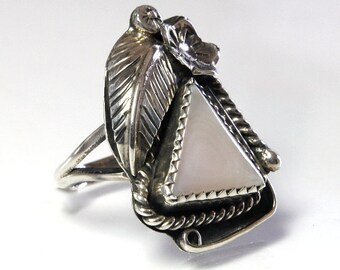 Vintage Navajo Ring Sterling Silver Mother Of Pearl Size 6.25 MOP Native American Indian Jewelry Feather And Squash Blossom Design