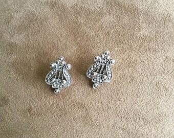 Vintage Silvertone Design Dangle Earrings, 3/4'' Long and 1/2'' Wide