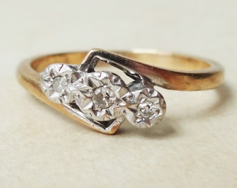 Art Deco Diamond Twist sur bague trilogie, Vintage 9k or, platine et diamant bague de fiançailles, taille environ 7,25