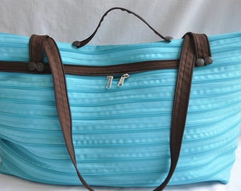 great bag colorful turquoise blue and chocolate in zipper