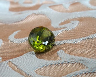 6.29ct 12 x9.8mm Arizona Peridot oval cut solitaire gemstone for jewelry making or collecting