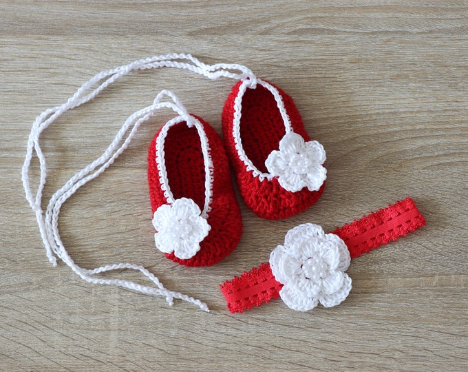Red Baby girl shoes and headband set - Baby girl gift - Newborn girl shoes - Baby headband - Preemie girl - Red and white - Newborn girl set