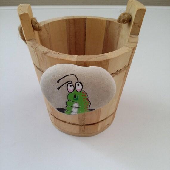 cache pot en bois galet chenille peint fait main. Black Bedroom Furniture Sets. Home Design Ideas