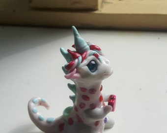 Sculpture baby dragon polymer clay hearts