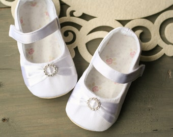 Rhinestone baby shoes, White baby girl shoes, baby dress shoes, christening outfit, baptism shoes, flower girl shoes, toddler soft sole shoe