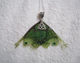 collier argent vintage elfique fée ailes papillon vert celtique