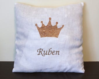 cushion 30 x 30 white linen with appliqué Crown and gold embroidered name