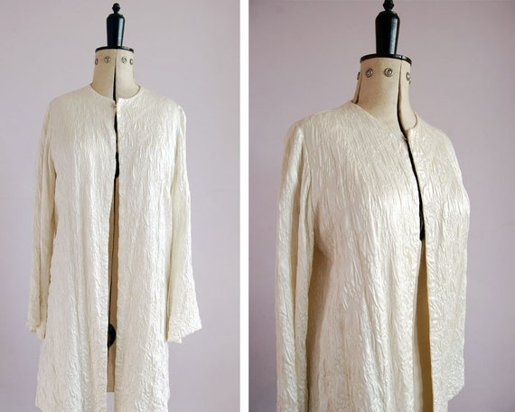 1940s White Embroidered Silk Quilted Bed Jacket Silk Duster