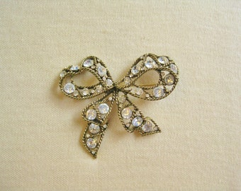 Bow Brooch / Vtg 50s / Antique Gold Tone Setting / Rhinestone Bow Brooch / Large Bow Pin